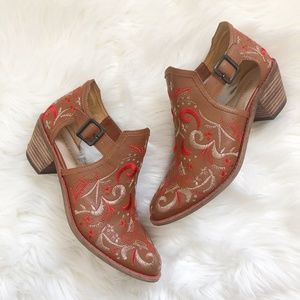 Kelsi Dagger Embroidered Heeled Booties Size 8.5